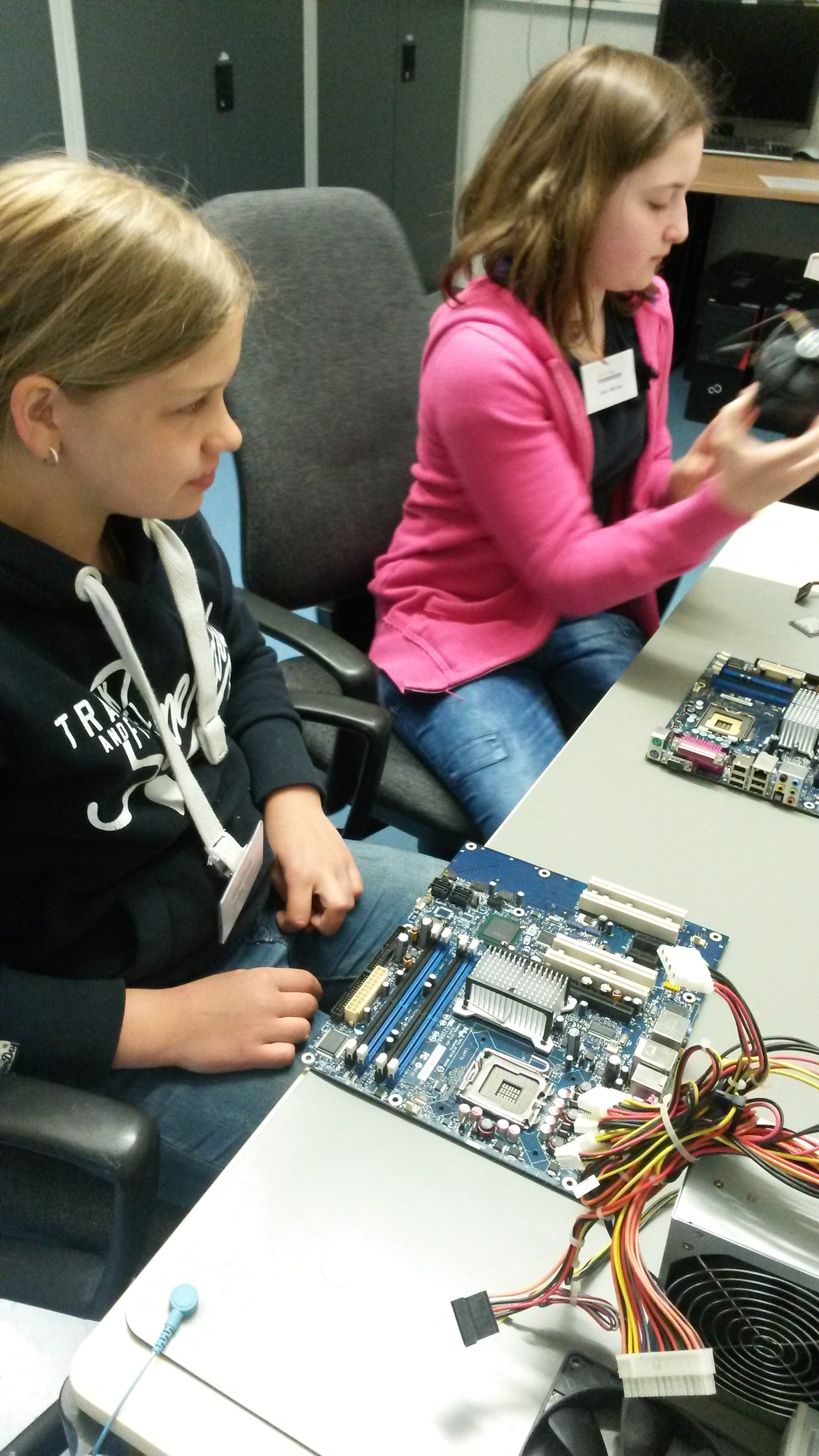 Girls'Day 2015 - in der Elektronikwerkstatt (1)