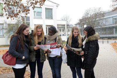 Besucherinnen der Studieninformationstage im Neuenheimer Feld