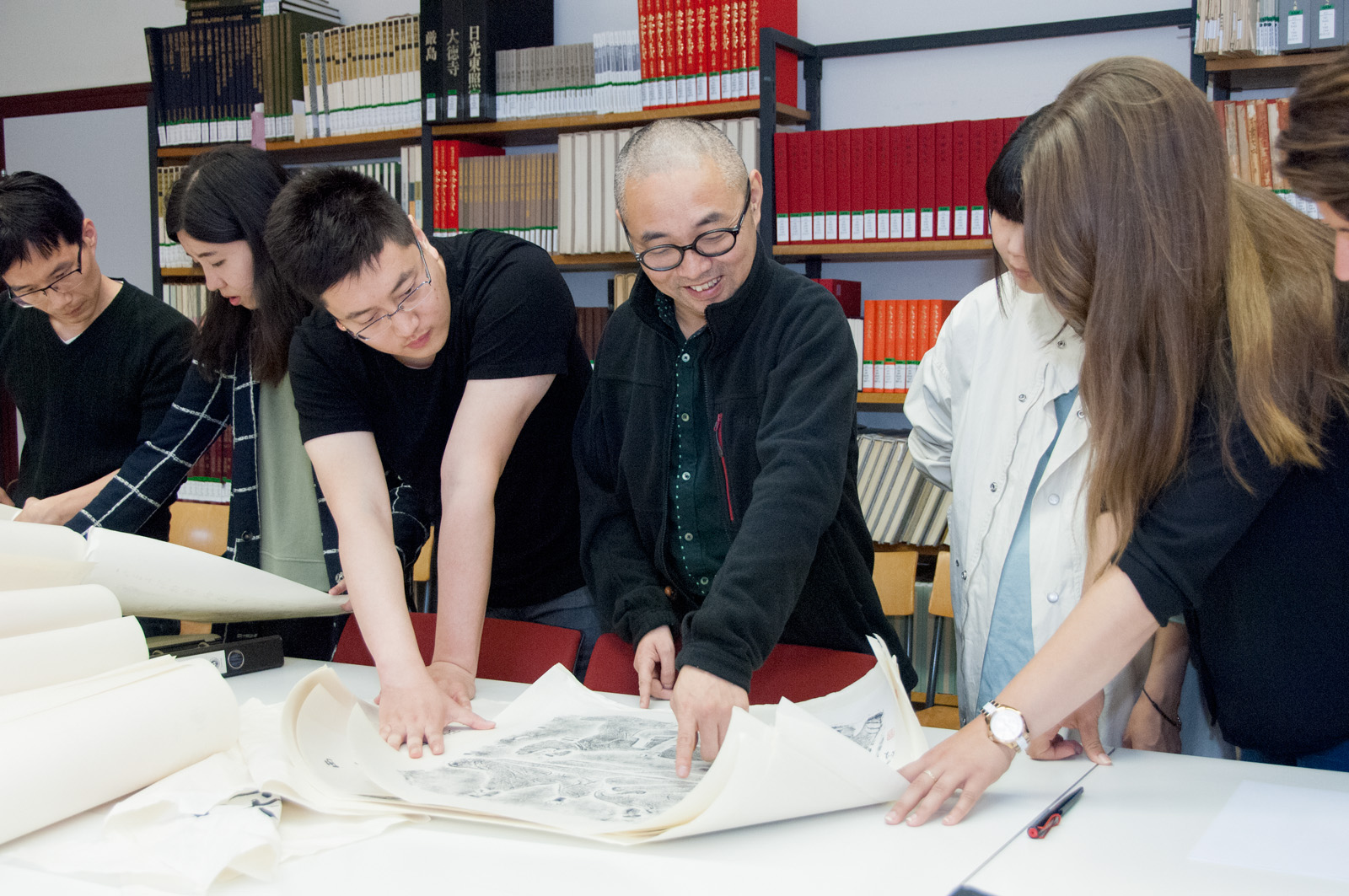 14 June, 2016 | Donation of Rubbings by Prof. Xuefeng Wei
