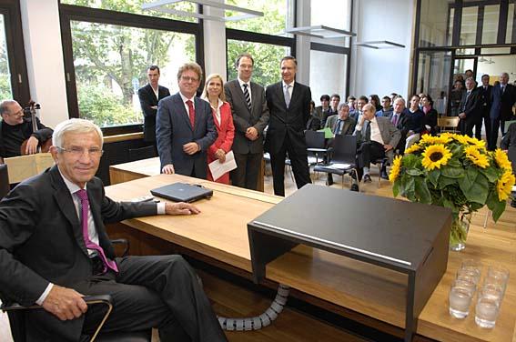 Manfred  Lautenschläger (front) at the opening ceremony for the lecture hall named after him. In the background former Dean Prof. Hess, Study Dean Prof. Mager, present Dean Prof. Baldus and vice-Rector Prof. Pfeiffer (l. to r.).